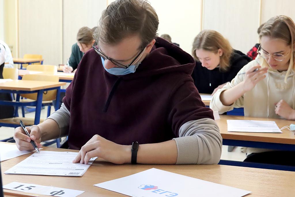 Будущие учителя, бакалавры ГСГУ, сдают ЕГЭ